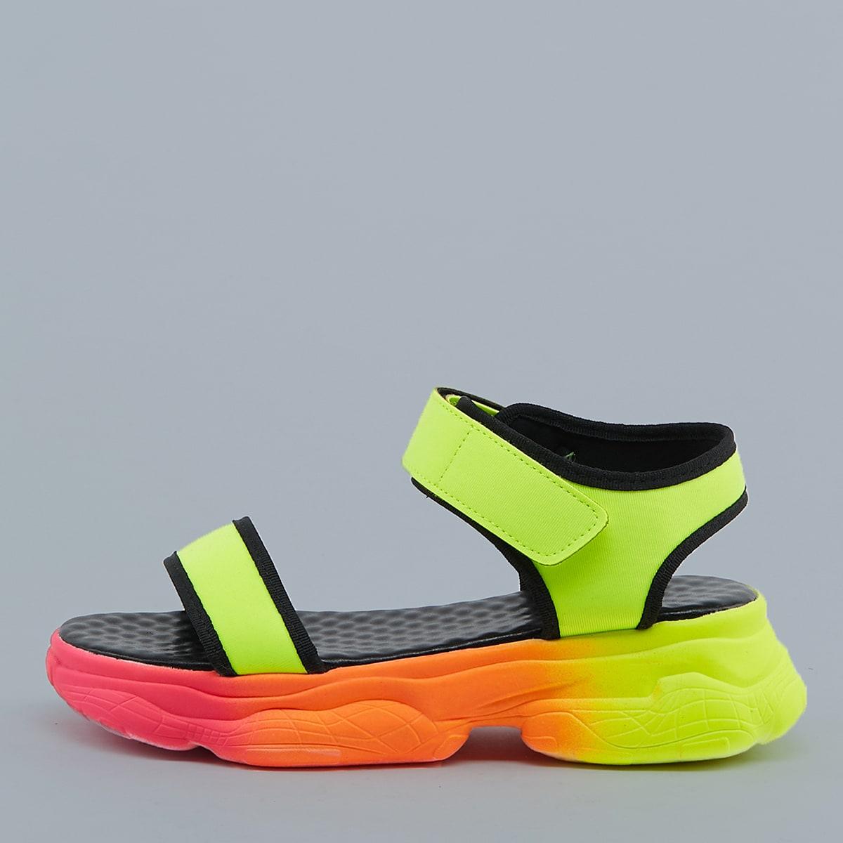 Контрастные сандалии на платформе с ремешком