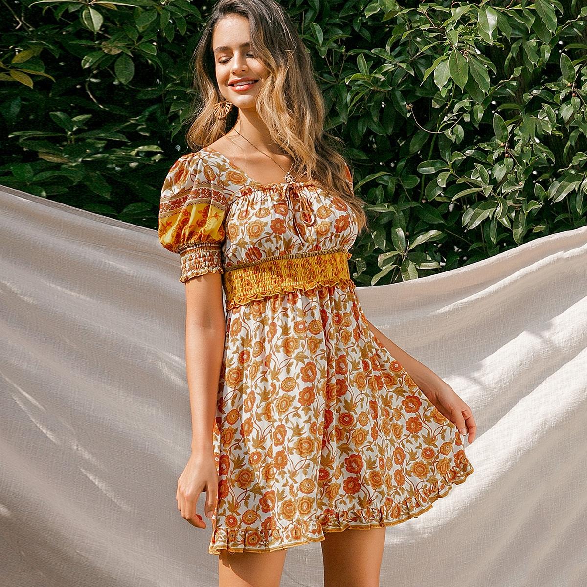 цветочное платье с пышным рукавом и складкой