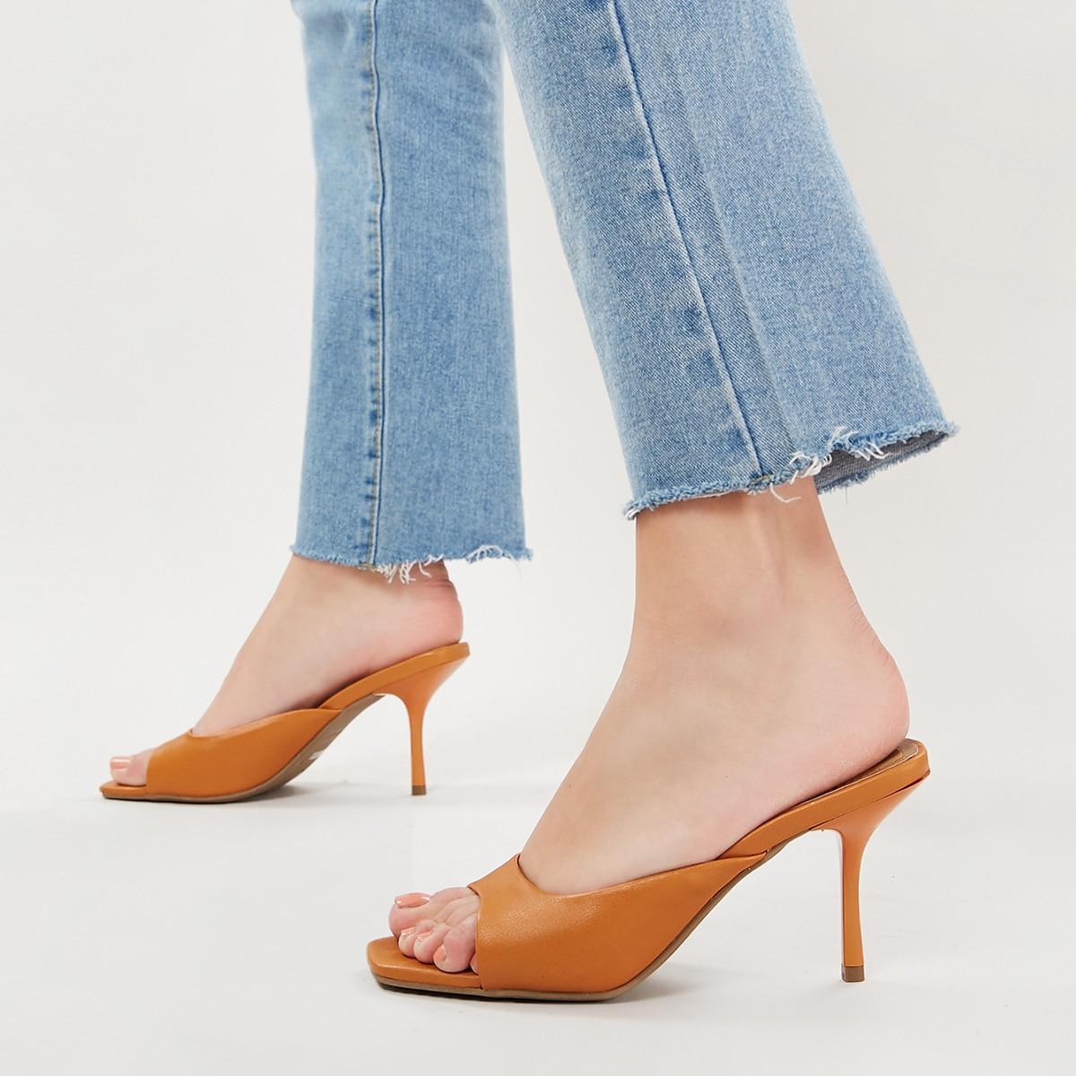Сандалии на высоких каблуках