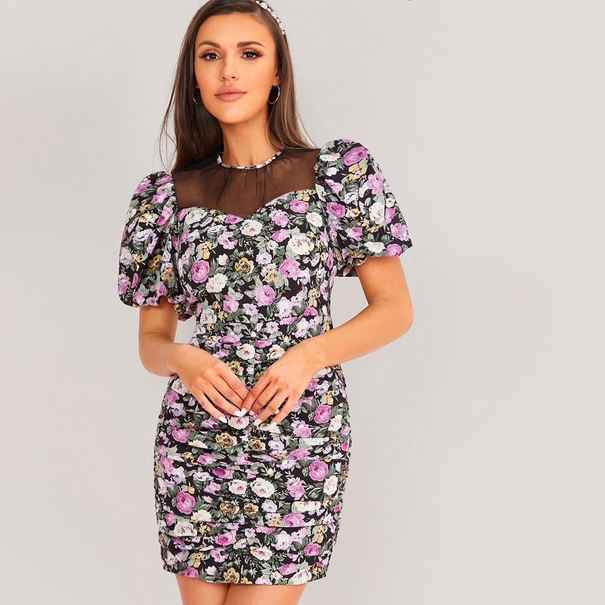 Цветочное платье с пышными рукавами и сетчатой вставкой