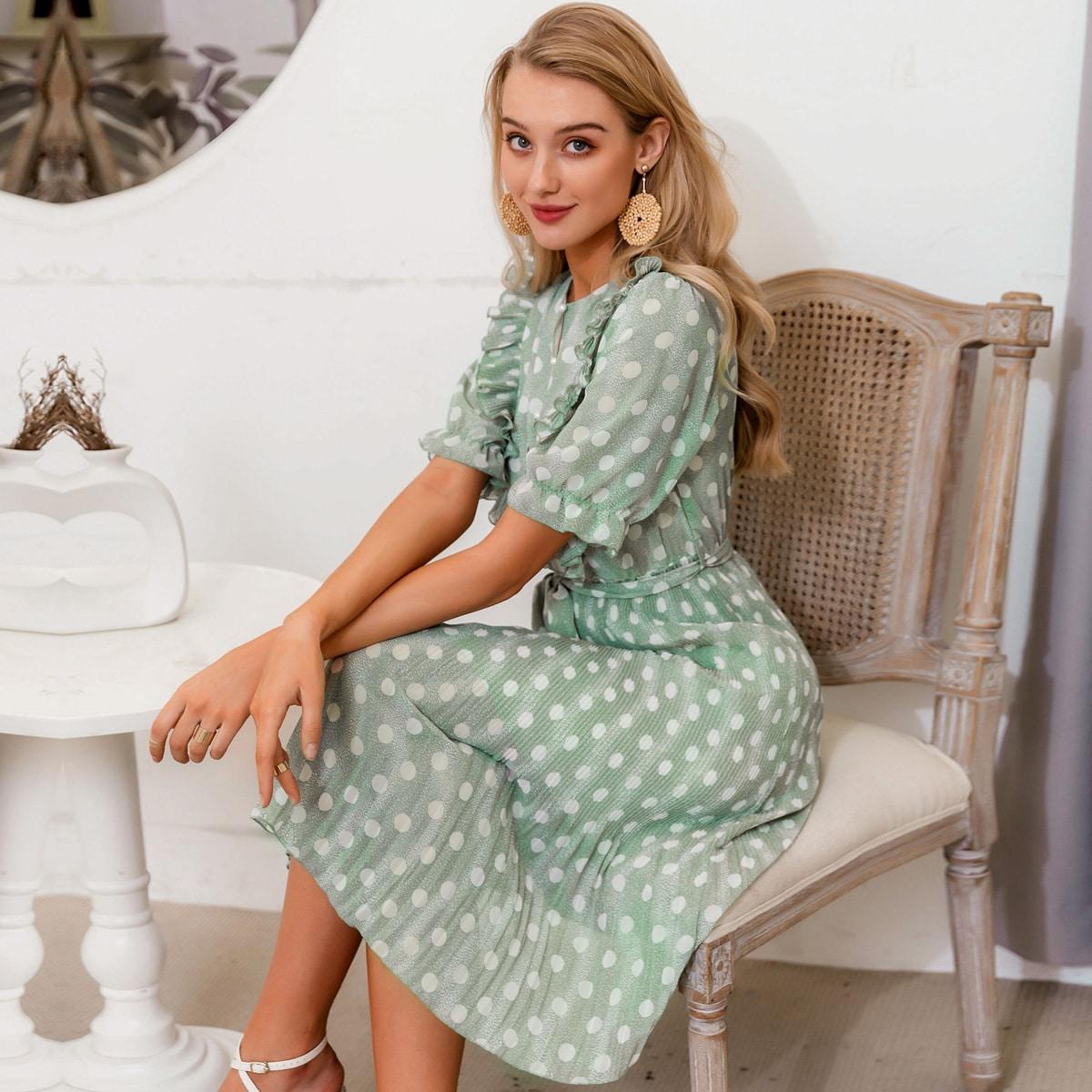 Плиссированное платье в горошек с поясом