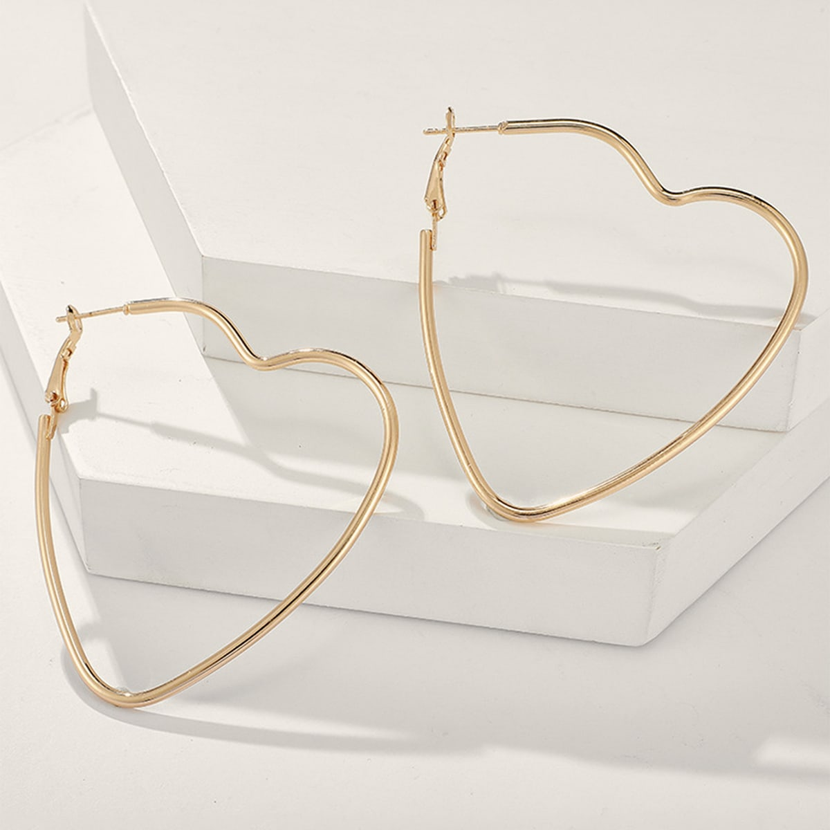 1pair Hollow Out Heart Design Earrings