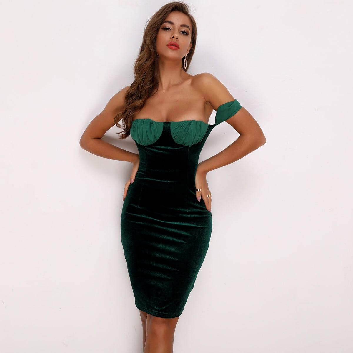 брахатое платье с открытыми плечами