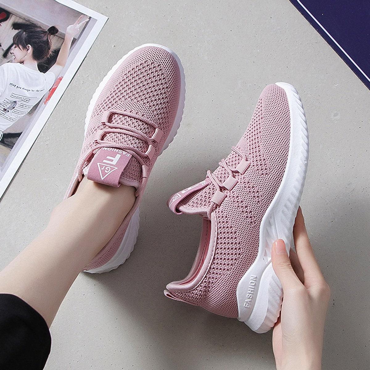 Минималистские кроссовки на шнурках