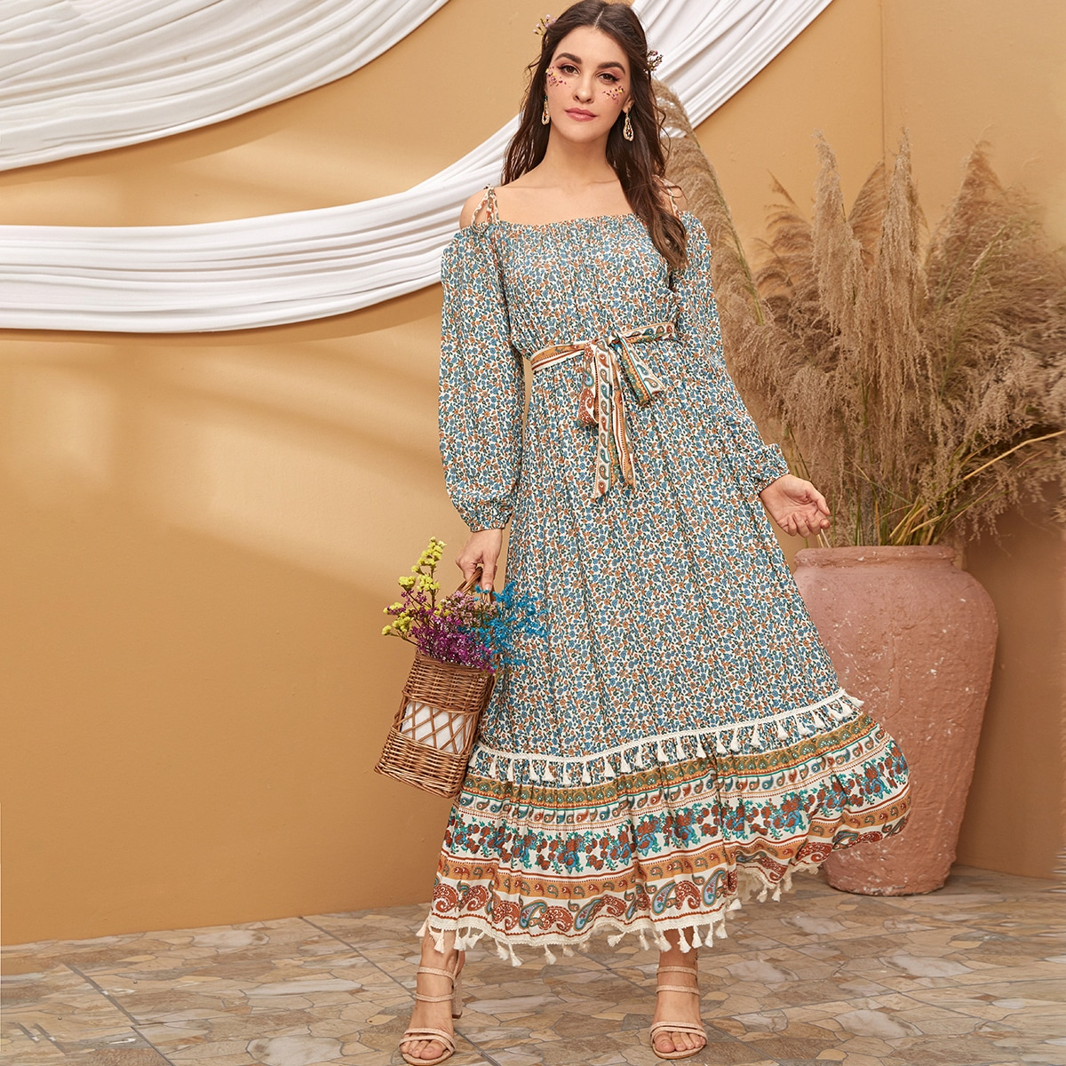 Платье с цветочным принтом и бахромой