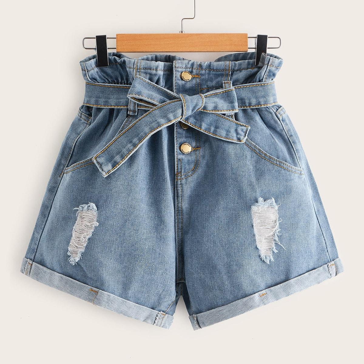 Рваные джинсовые шорты с поясом и пуговицами