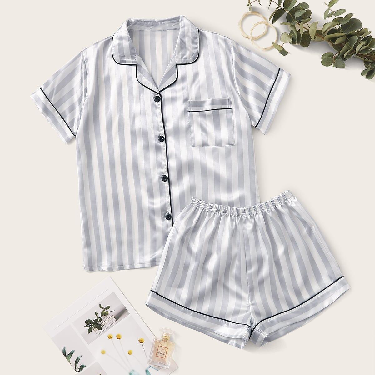 Атласная пижама с карманом и полосками