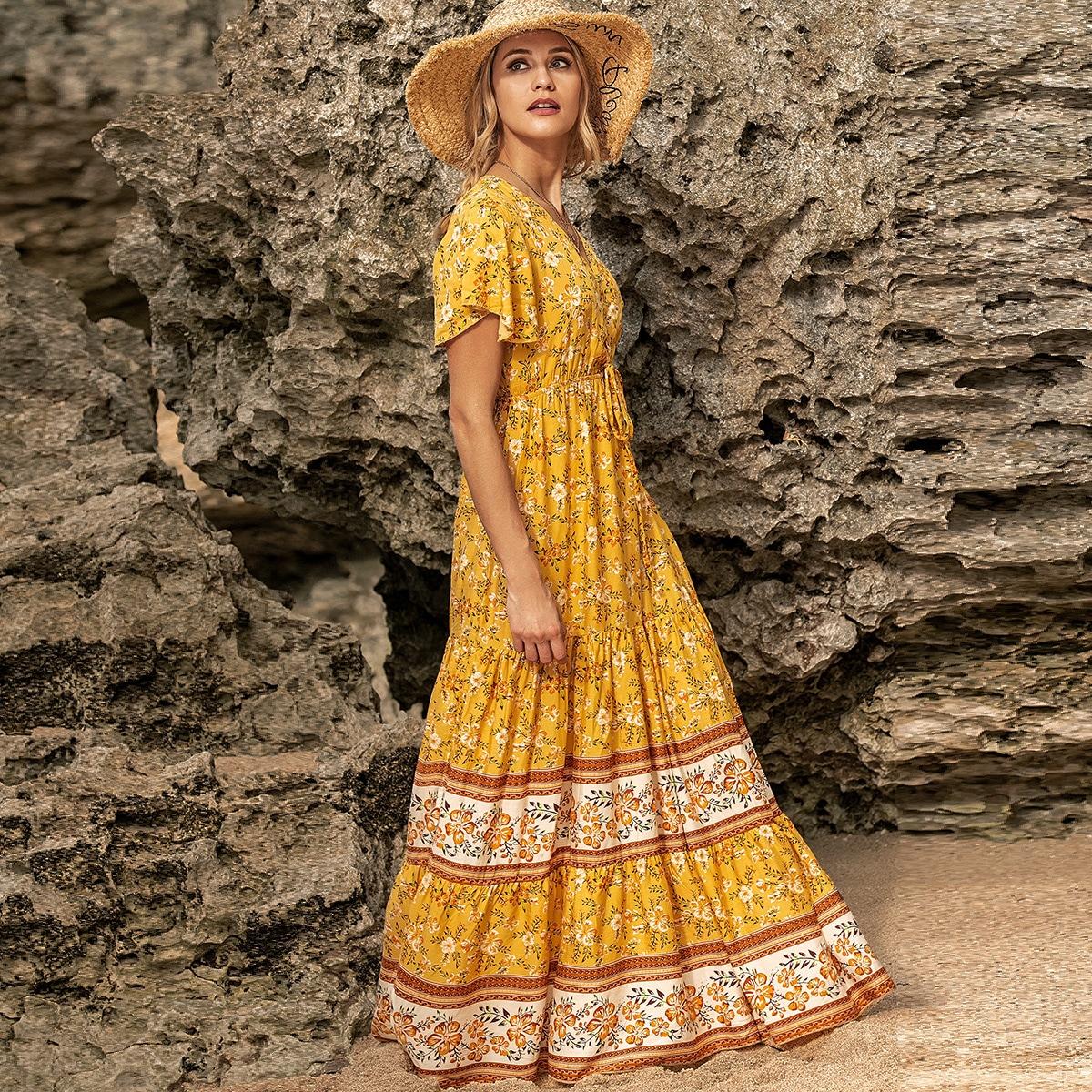 Платье с цветочным принтом и оборками на шнурках
