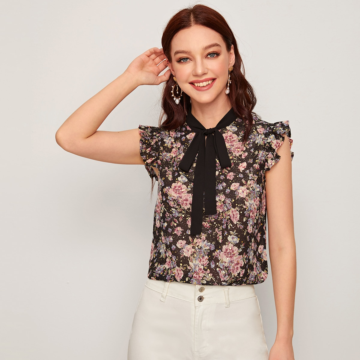 Шифоновая блузка с цветочным принтом и воротником-бантом