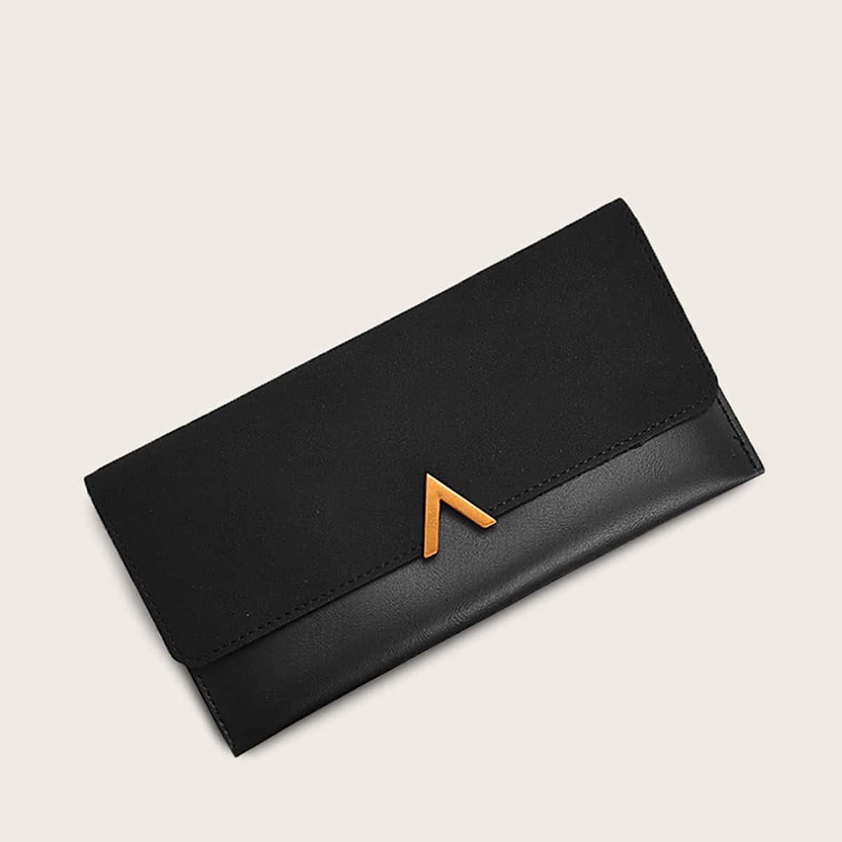 Minimalistische Brieftasche mit Reißverschluss Detail und Falten