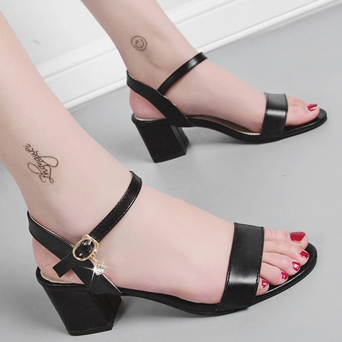 Туфли с массивным каблуком, открытым носком и стразами
