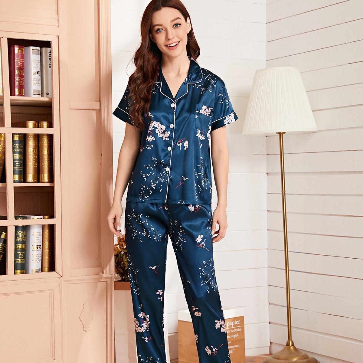 Атласная пижама с карманом и цветочным принтом