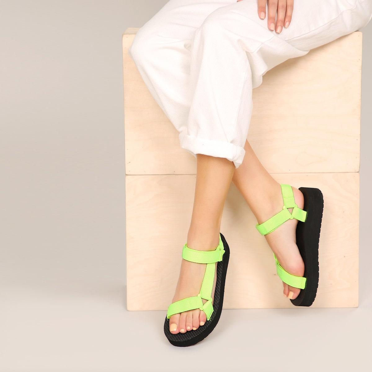 Неоновые сандалии на платформе с застежкой-липучкой