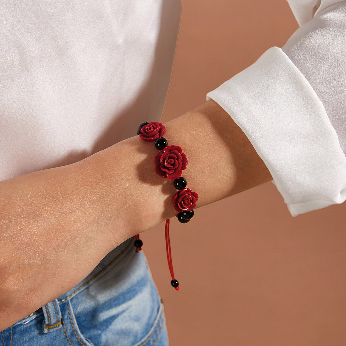 Плетеный браслет с декором розы 1шт