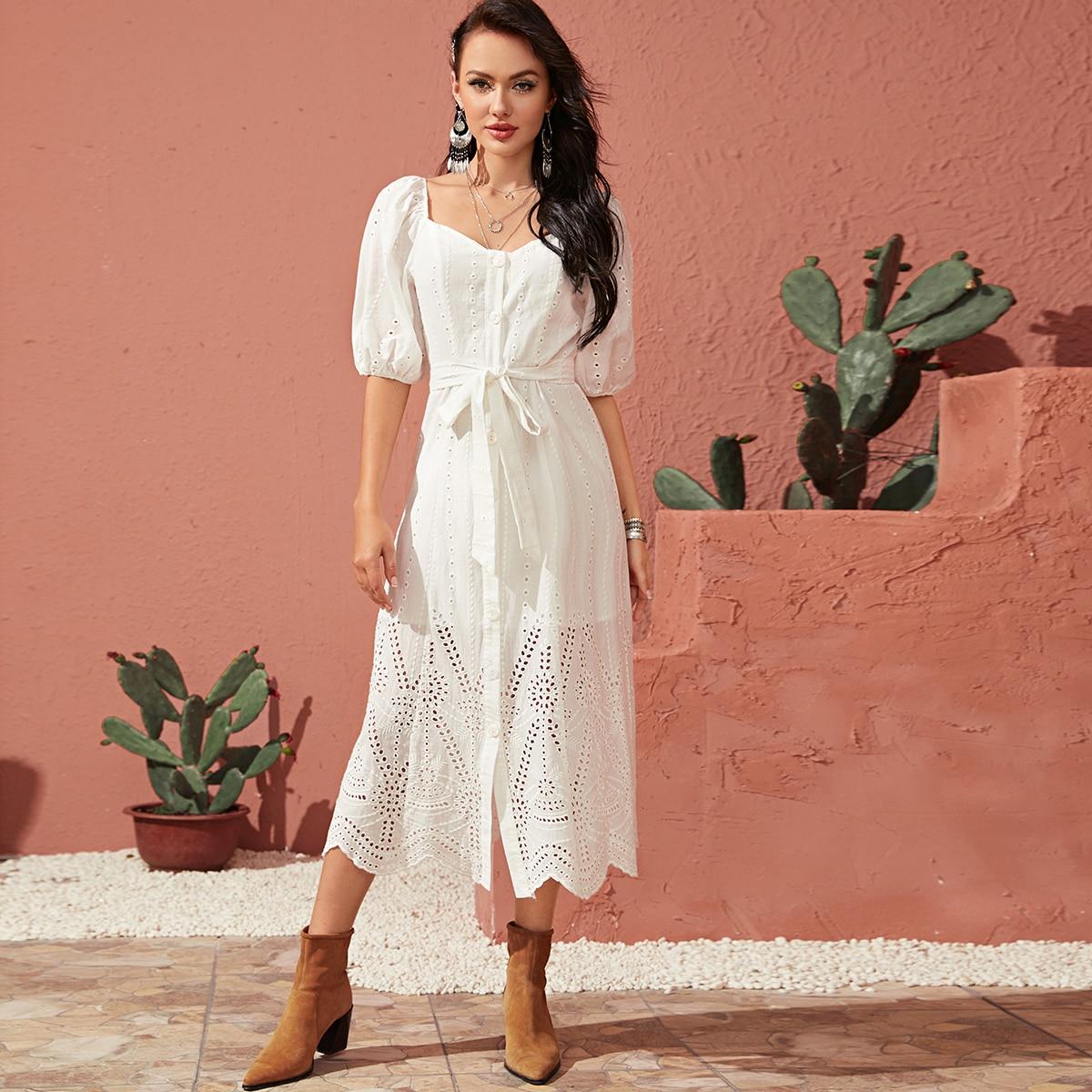 Платье с пышными рукавами, пуговицами и поясом