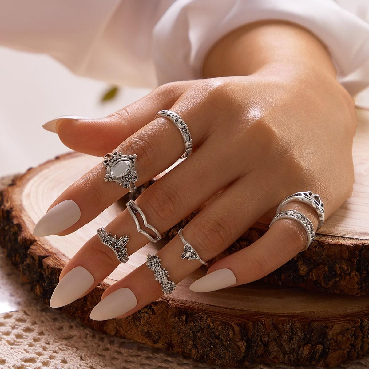 8 Stücke Ring mit Strass und Lotus Dekor