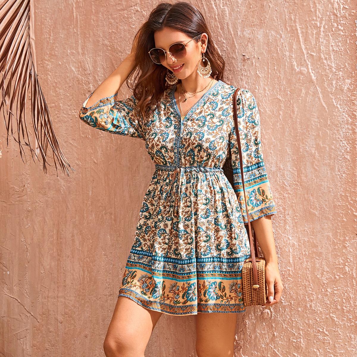Цветочное короткое платье на кулиске с пуговицами