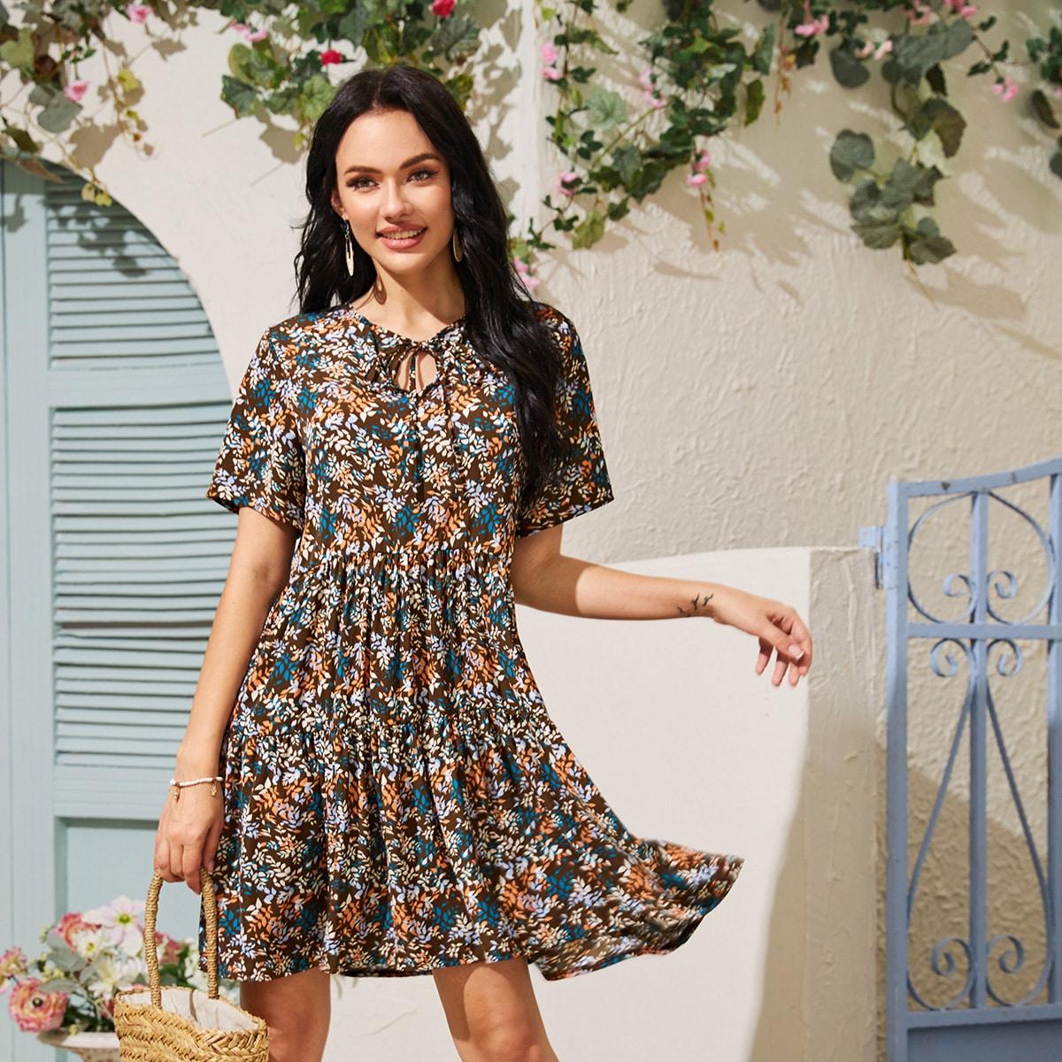 Kleid mit Blatt Muster und Band
