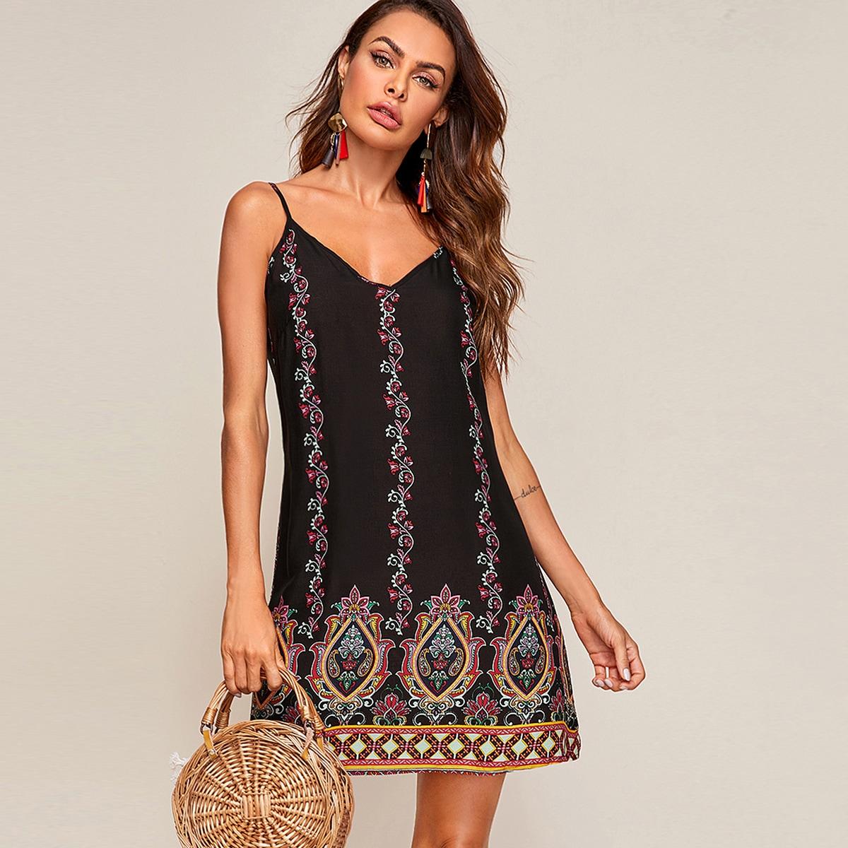 Платье на бретелях с племенным принтом