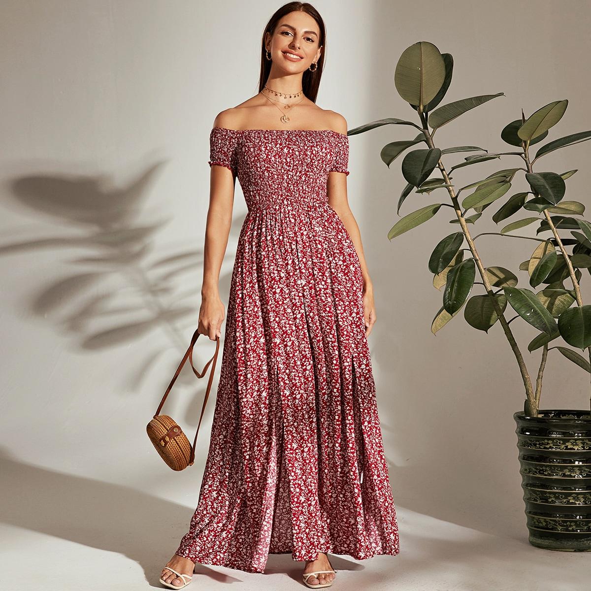 Цветочное платье с открытыми плечами и M-разрезами