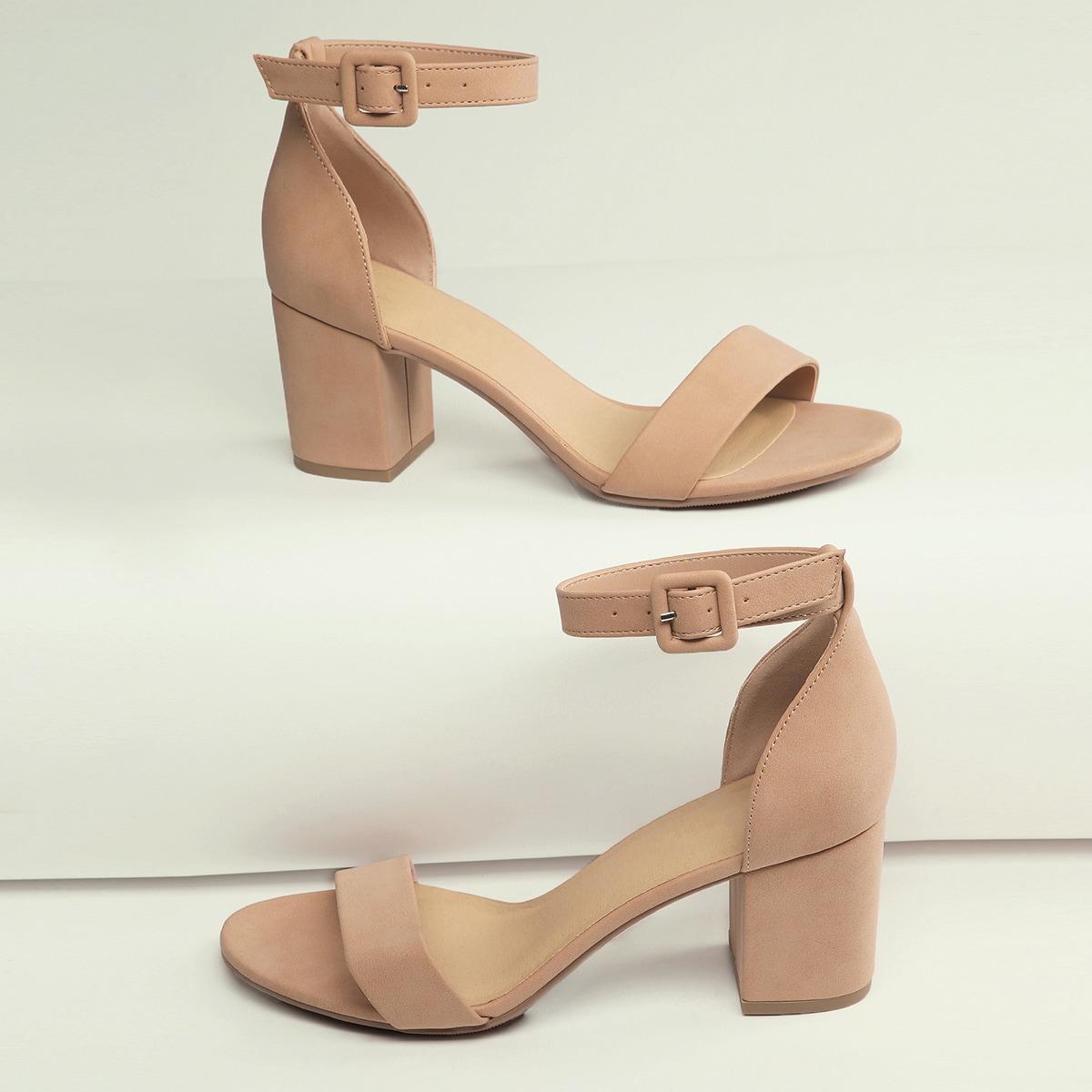 Сандалии на каблуках с ремешком и открытым носком