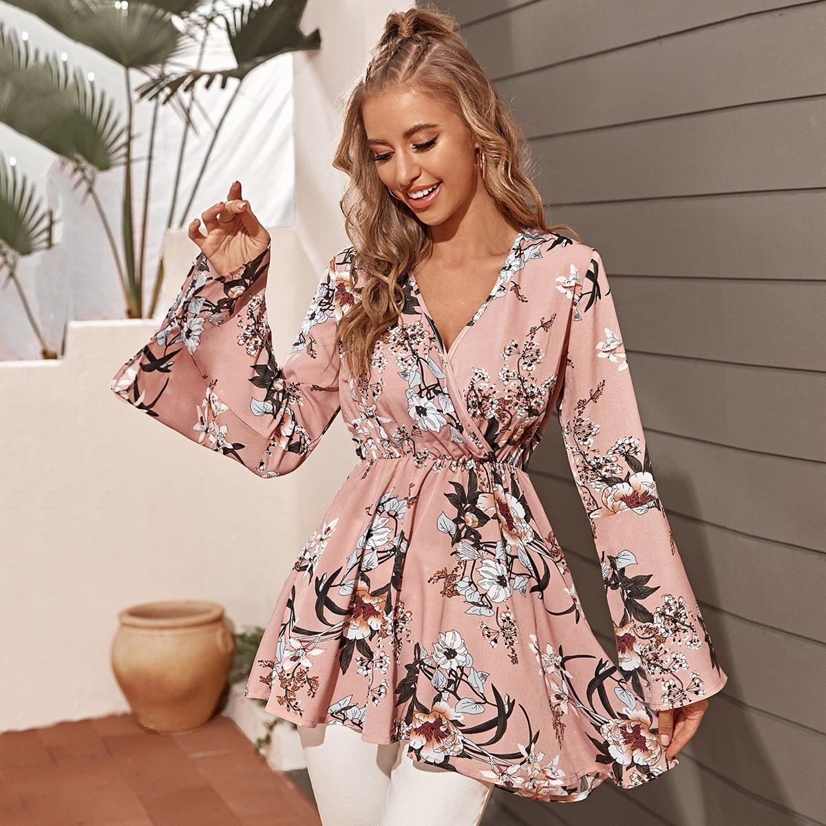 Длинная блузка с цветочным принтом и v-образным вырезом