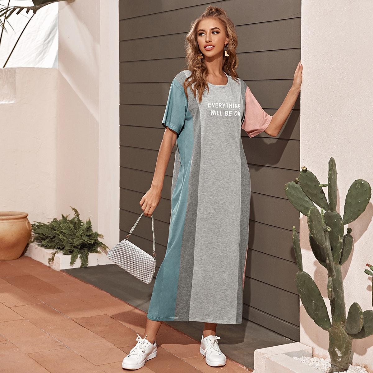 Контрастное платье с текстовым принтом