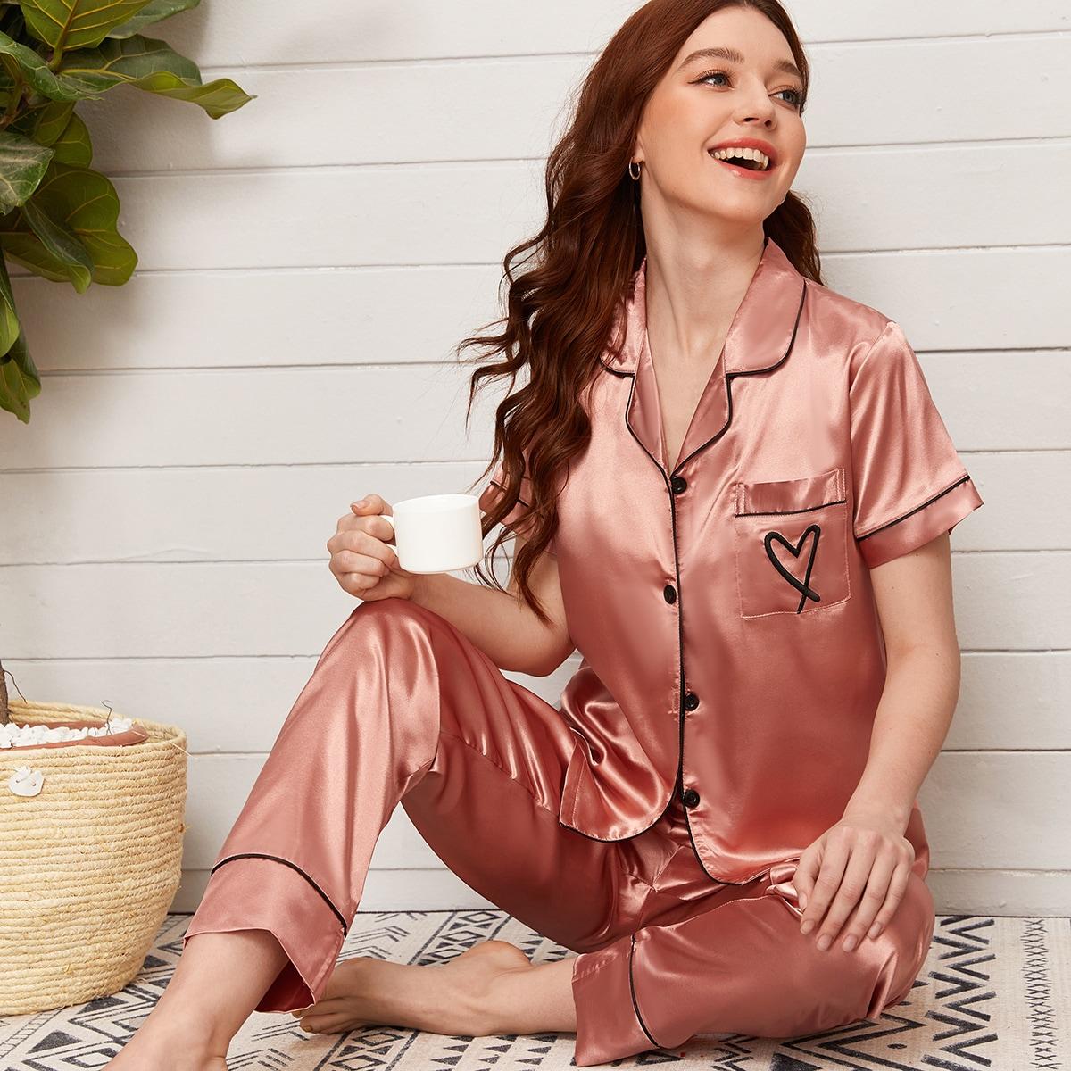 Атласная пижама с сердечным узором