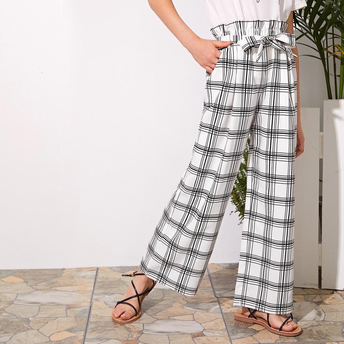 Pantalon palazzo ceinturé à carreaux avec taille froncée