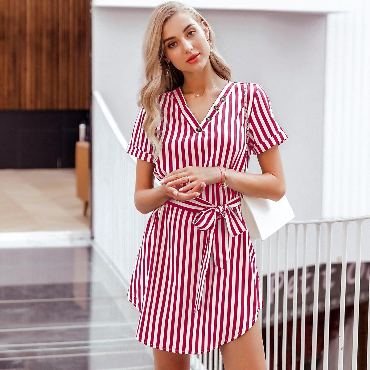 Платье в полоску с пуговицами и поясом