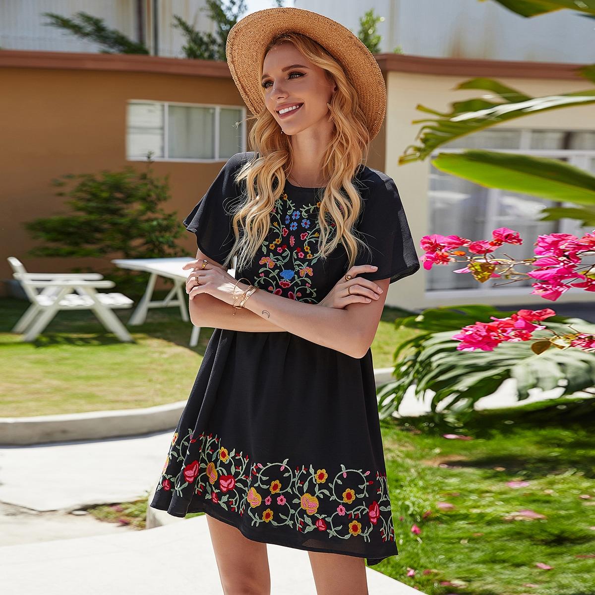 Платье с молнией сзади и цветочной вышивкой