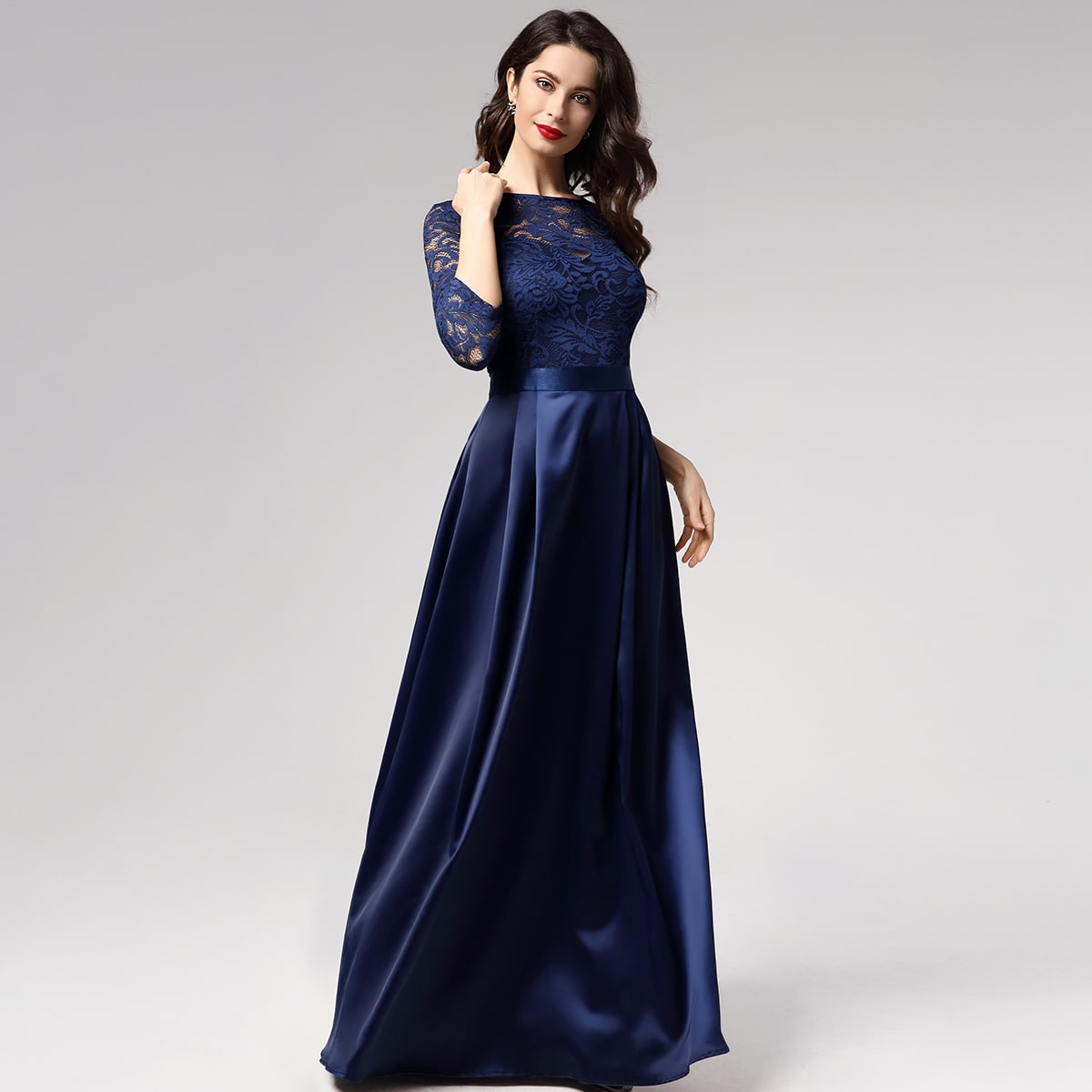 Кружевное плиссированное атласное платье