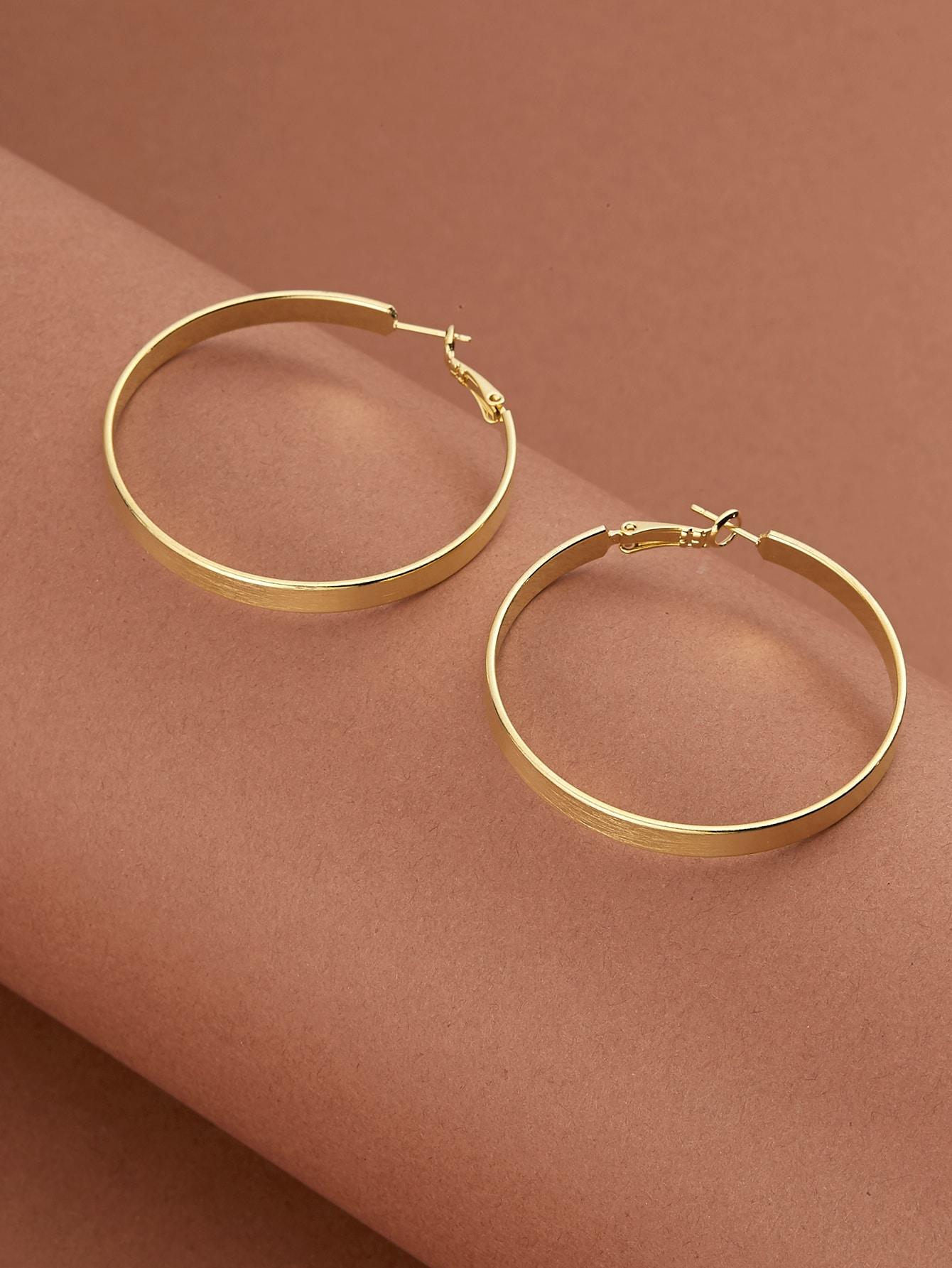Simple Hoop Earrings thumbnail