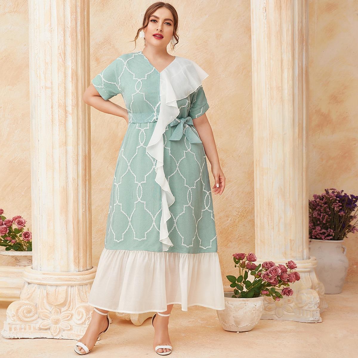 Платье размера плюс с оборками и вышивкой