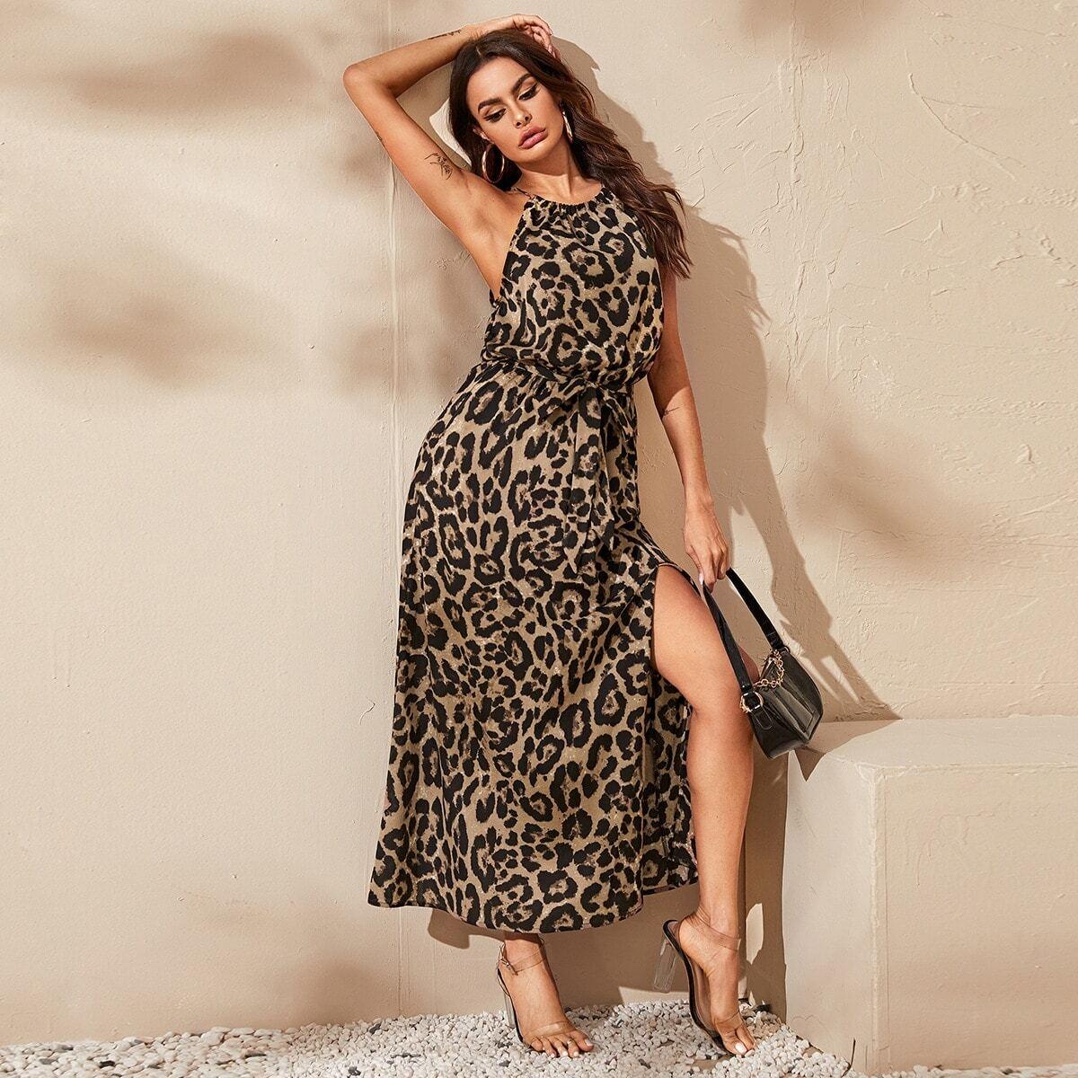 Леопардовое платье с разрезом и поясом