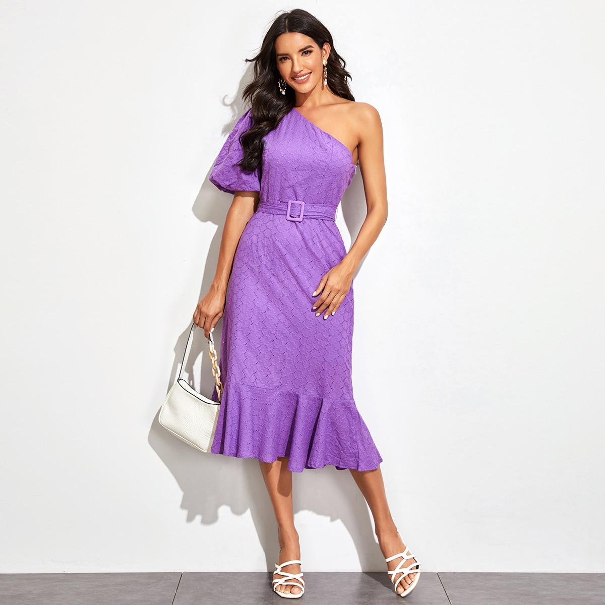 Платье на одно плечо с пышными рукавами и поясом