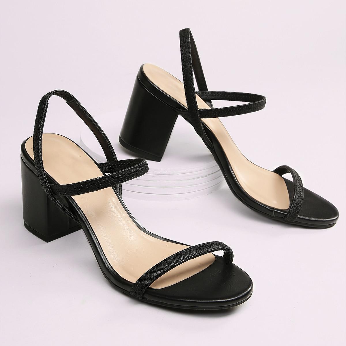 Сандалии на каблуках с открытой пяткой