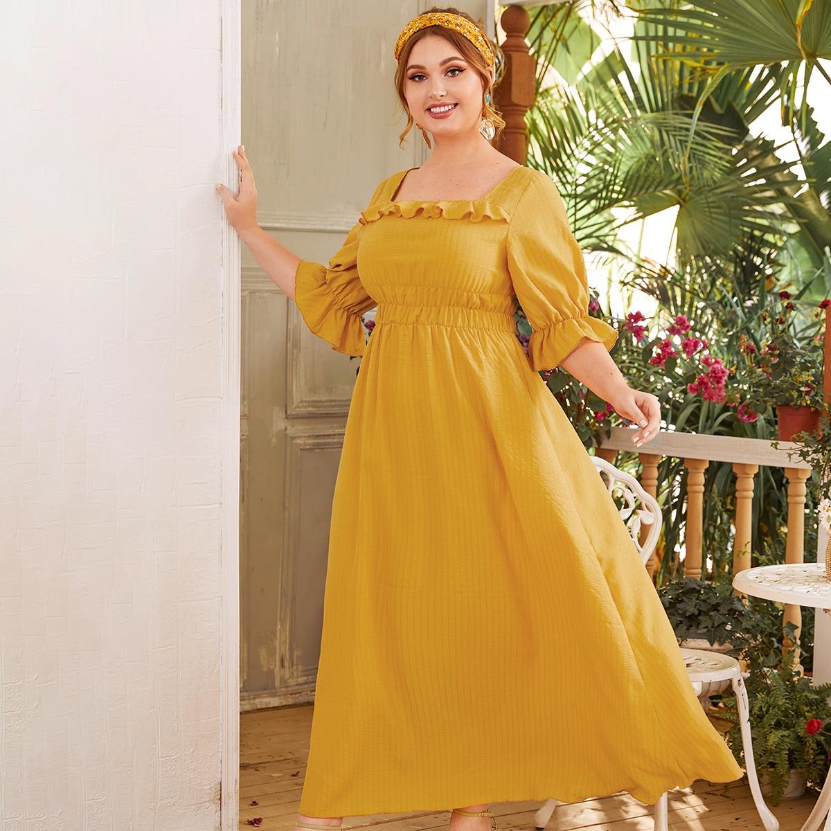 Платье размера плюс с квадратным вырезом и оборками