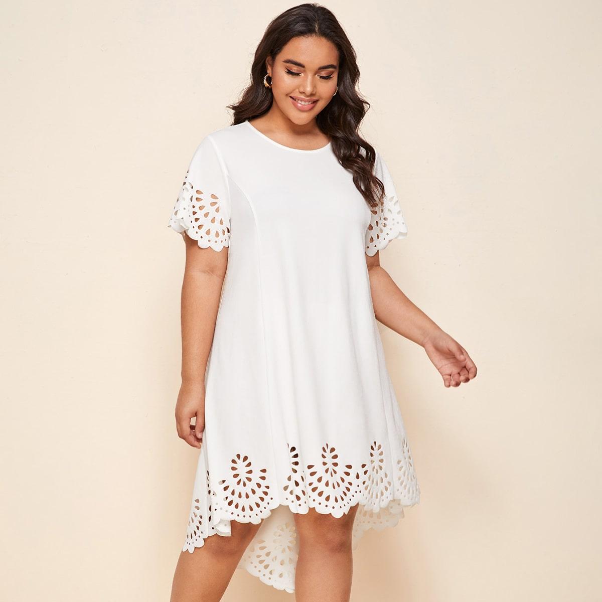 Асимметричное платье с оригинальной отделкой размера плюс