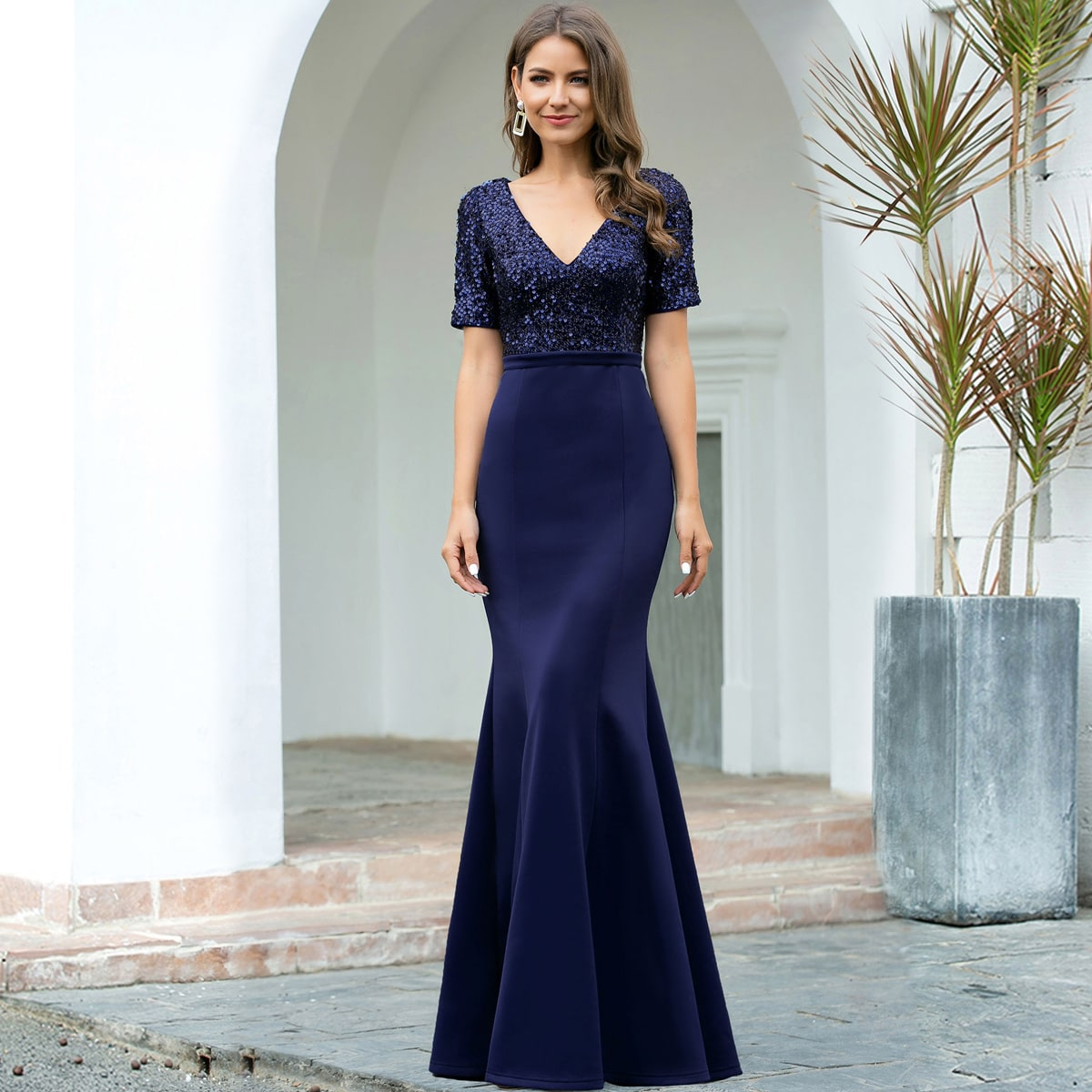 Атласное платье-русалка с блестками