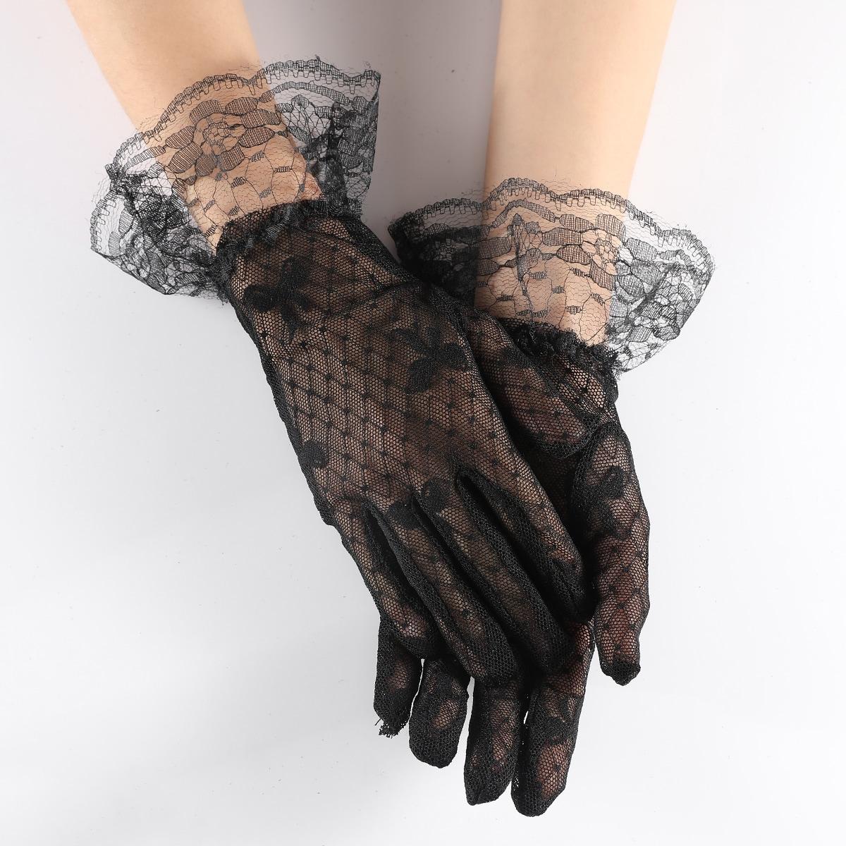 Контрастные кружевные перчатки