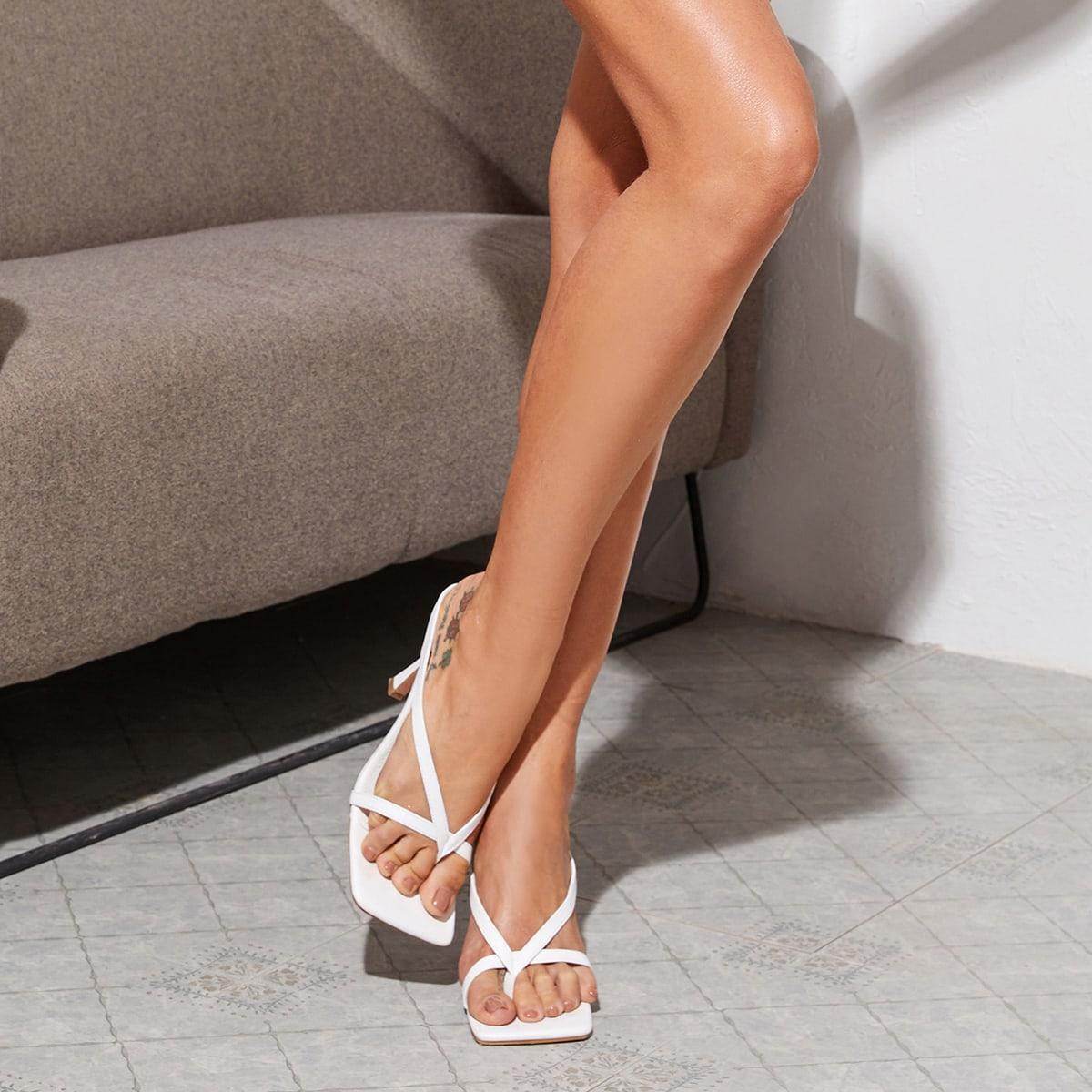 Пяточные туфли на шпильках