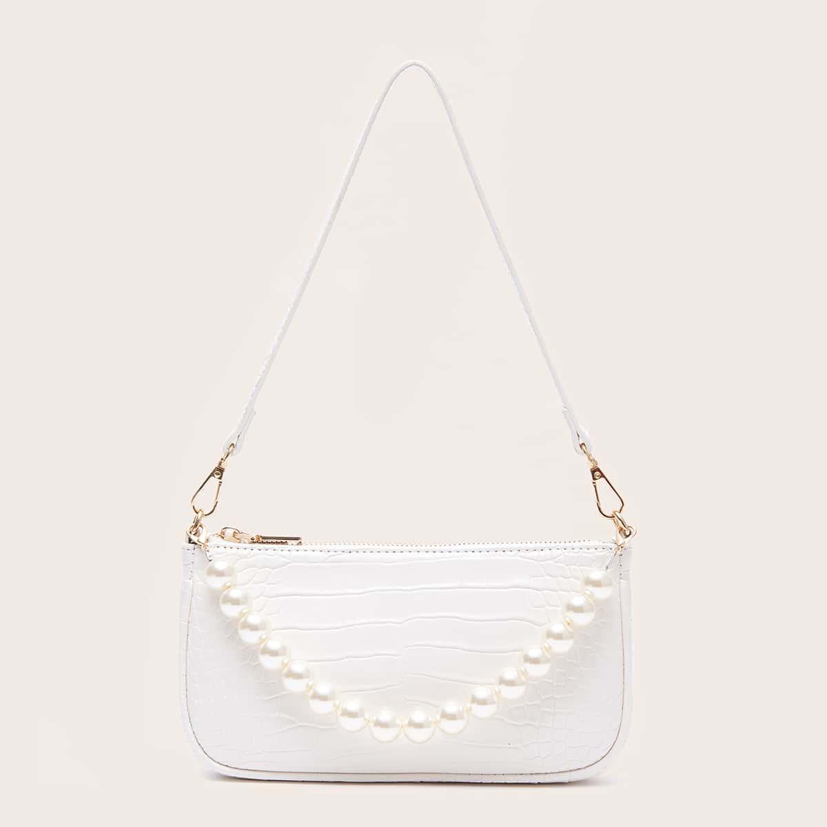 Рельефная сумка-багет с искусственными жемчугами