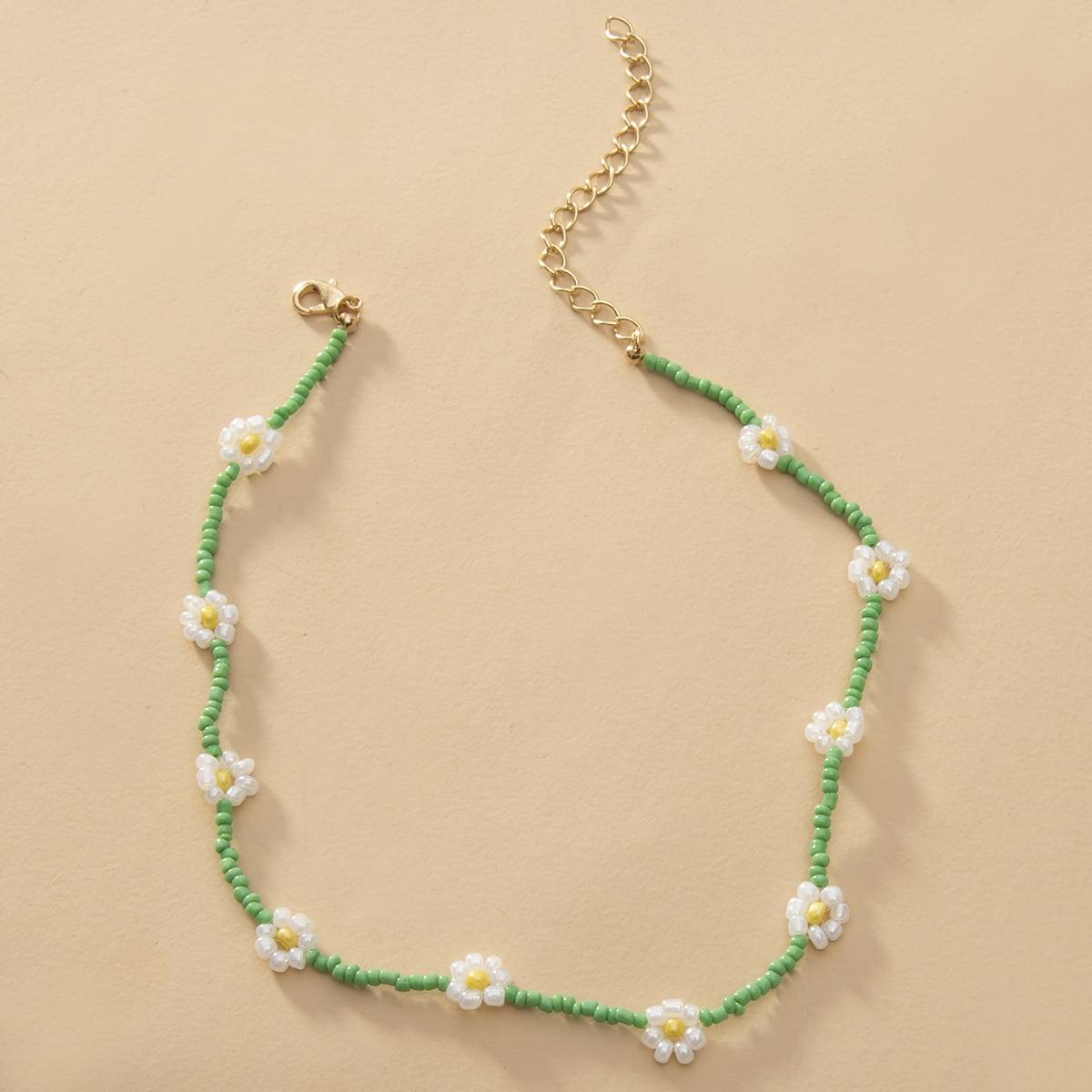 Ожерелье из бус с декором цветка