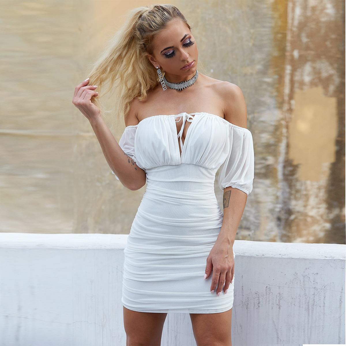 облегающее платье с пышным рукавом, узлом и складкой