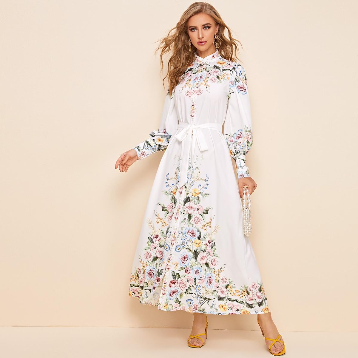 Цветочное платье с вырезом-стойкой и поясом