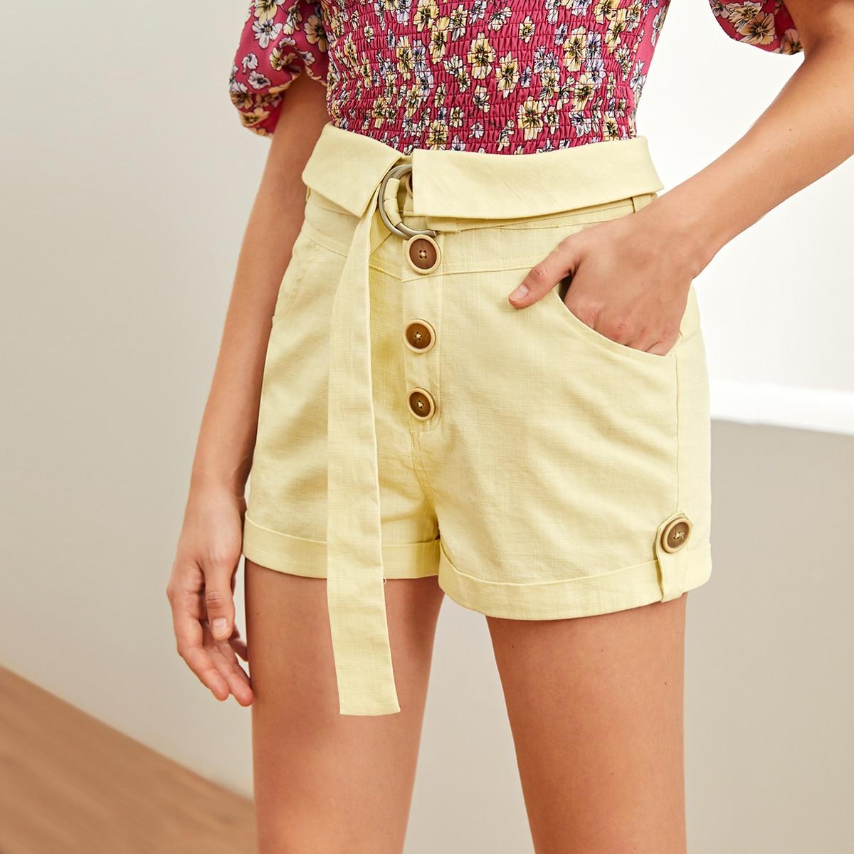 Модные шорты с поясом