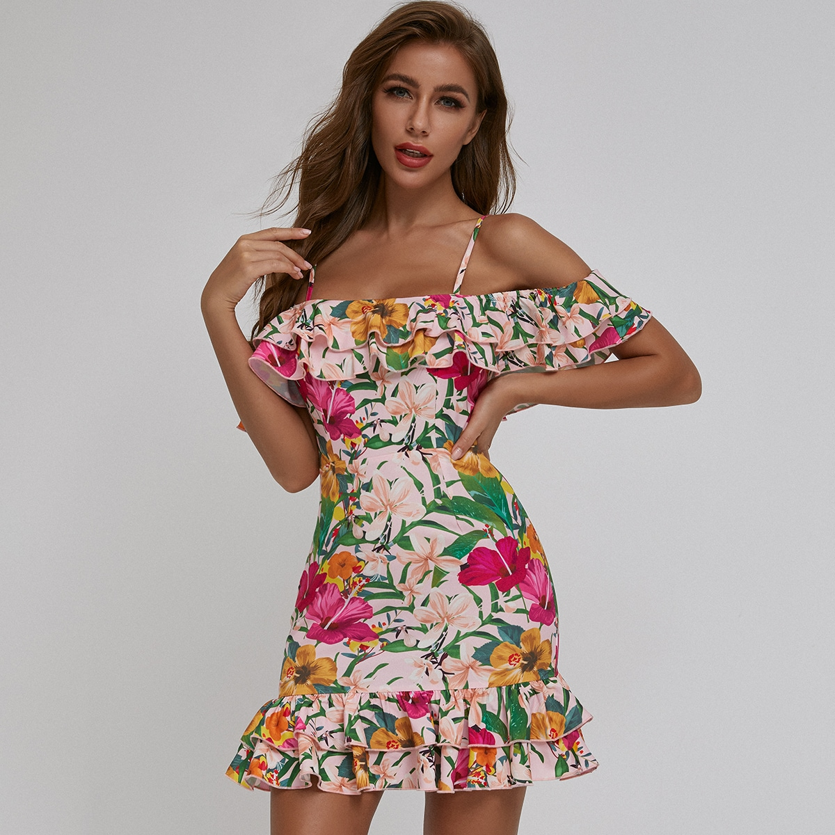Цветочное платье с открытыми плечами