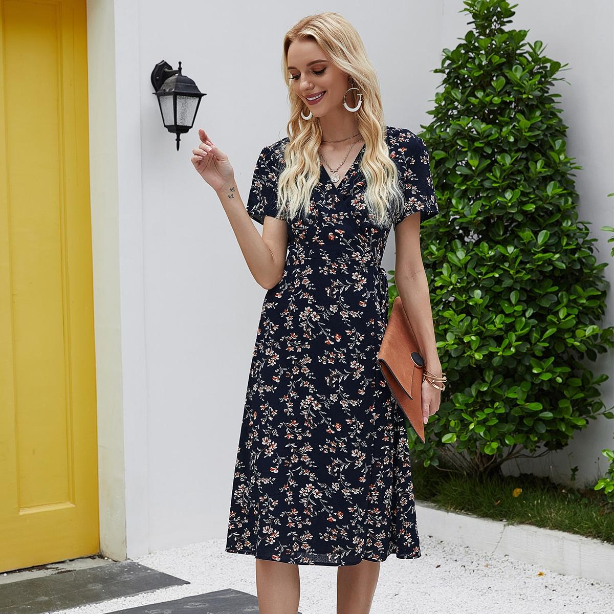 Цветочное платье с узлом и оригинальным рукавом
