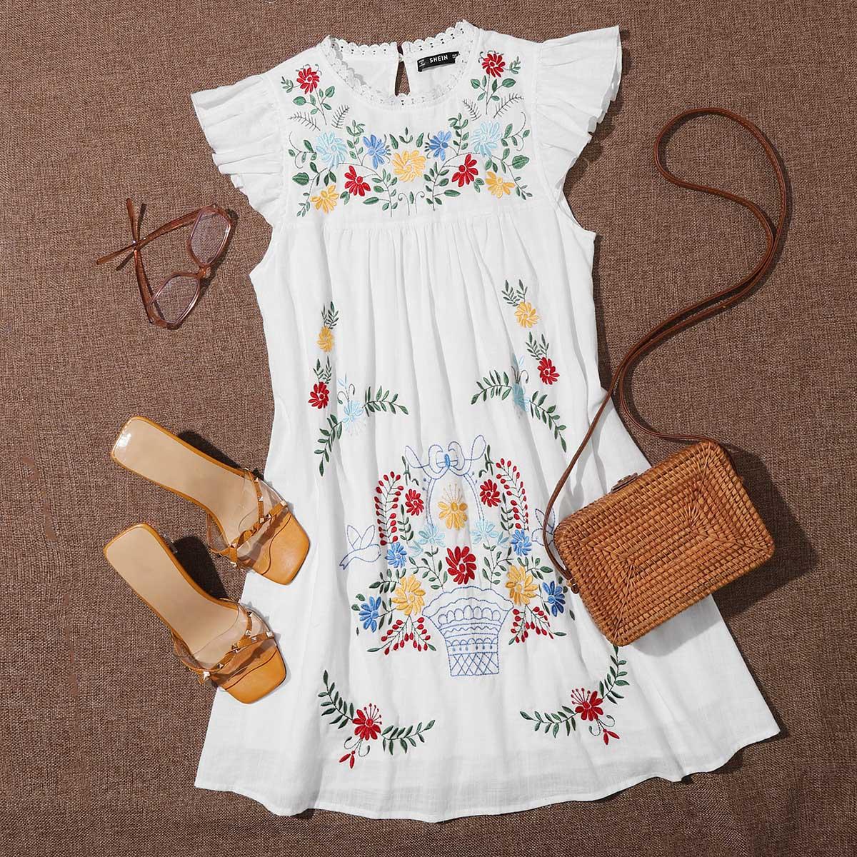 Стильное платье с застежкой сзади